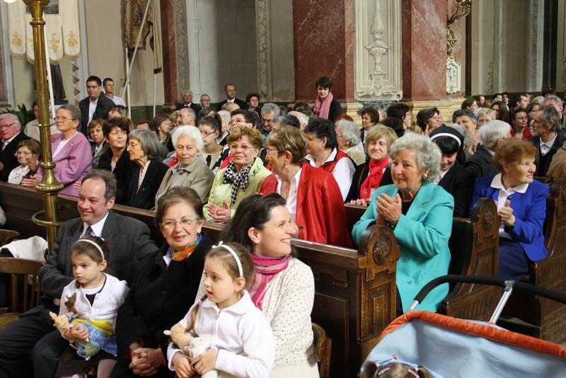 Püspök atya ünneplése csücsopos szemmel