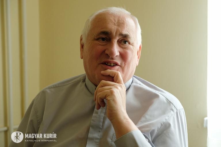 """Ne legyünk orrlógató keresztények!"""" – Bíró László püspök videoüzenete a hévízi kórházból"""