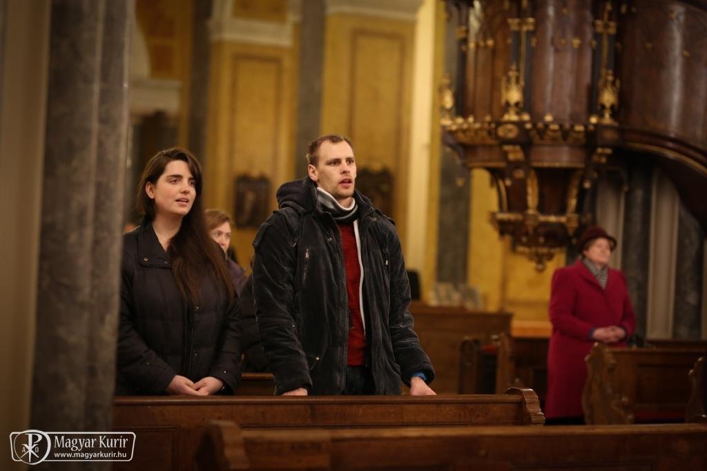 Párkeresőkért mutatott be szentmisét Bíró László püspök Budapesten (KÉPGALÉRIÁVAL)