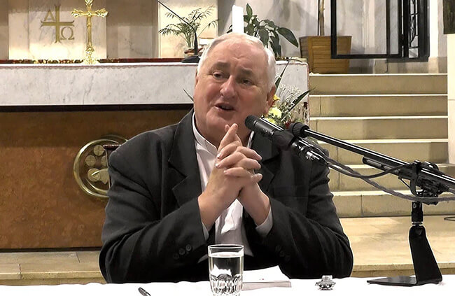 Püspök atya a pécsi pálosokhoz költözött és előadássorozatot tart a házasságról – VIDEÓ